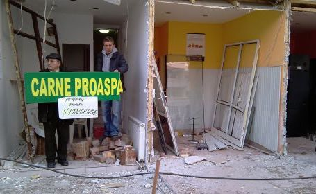 Bacau: Demolare Spatii comerciale Bartolo - Botomei